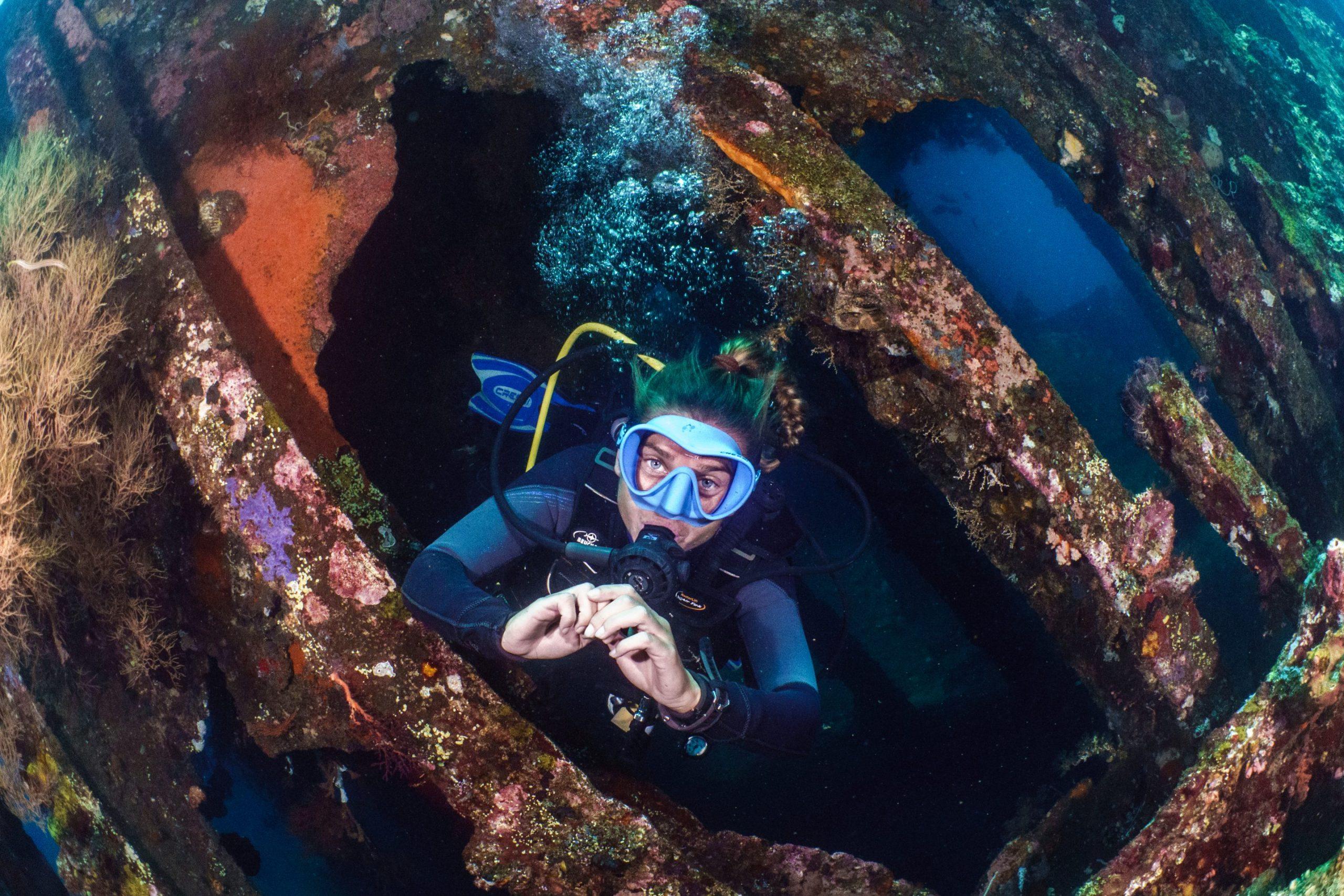 Plonger à Habagat wreck à Bohol